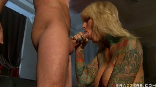 Tattooed blond head Janine Lindemulder fills her mouth full with hot delicious sperm