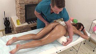 Sporty babe & masseur
